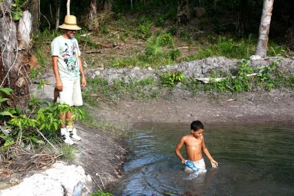Eu e pedrinho, na lagoa do Panakuí