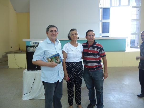 Washinton, D. Vicentina e o pastor Moizabniel.